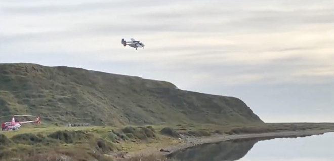 Dos rescatistas se cayeron al río y estuvieron a punto de perecer