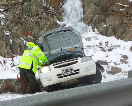 Conductora y sus hijas resultan ilesas en una colisión contra un guardrail