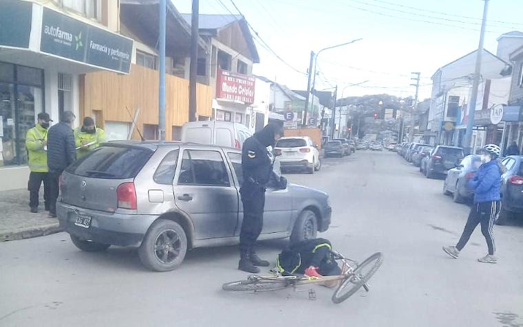 Conductor embistió a una ciclista