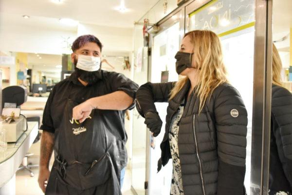 """Entrega de kits sanitizantes: """"Es prioridad la salud de nuestros vecinos y vecinas"""", remarcó Henriques Sanches"""