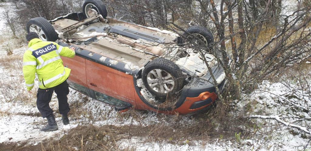 Conductora resulta ilesa después de volcar en la Ruta 3