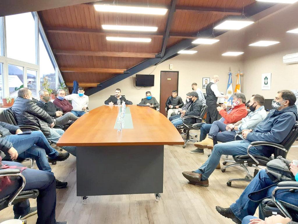 Más de 20 representantes y propietarios de establecimientos gastronómicos mantuvieron un encuentro con el Intendente Walter Vuoto y su equipo para trabajar en la recuperación del sector.