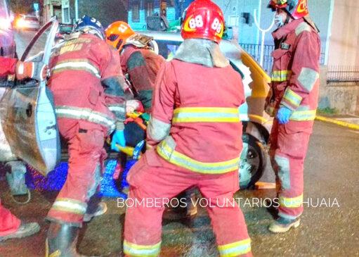 Una mujer resulta lesionada en una colisión vial