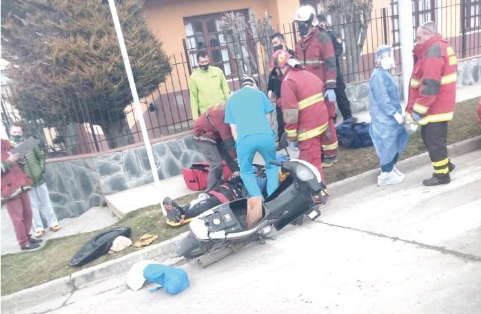 Motociclista resulta herido al chocar con un utilitario