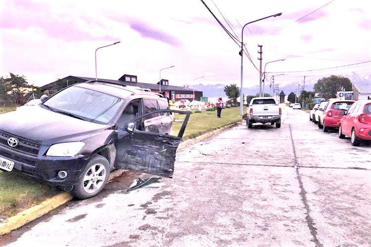 Choque sin lesionados pero con multa a conductora sin carnet