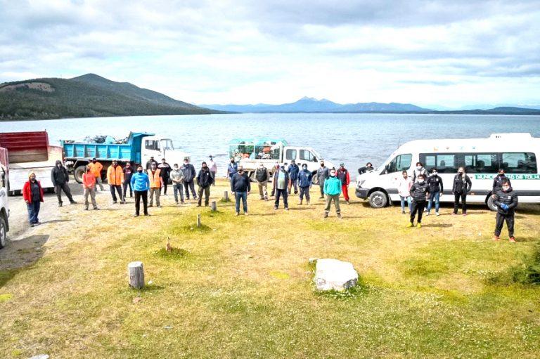 Limpieza en Lago Yehuin: Se recolectaron 30 metros cúbicos de residuos, cargados en 4 camiones