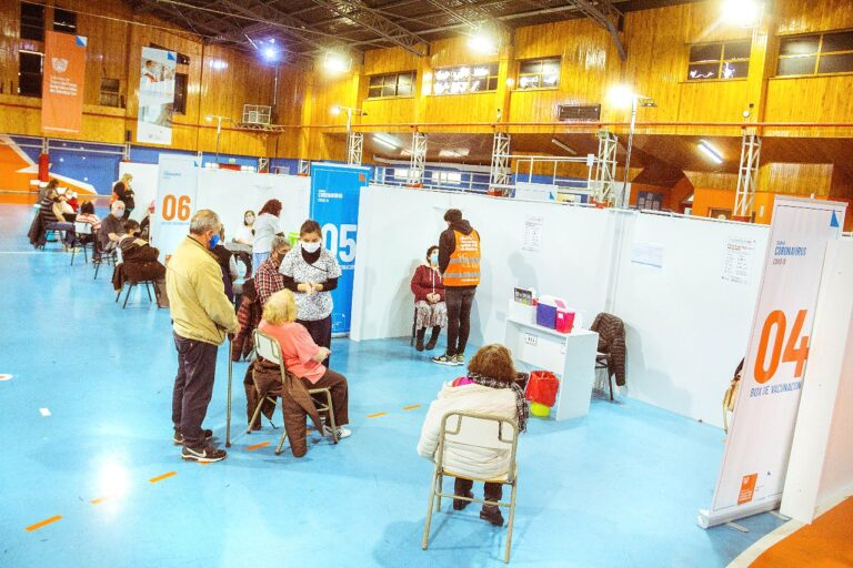 Vacunación contra el COVID19: En la provincia se inmunizan entre 800 y 1000 personas diariamente