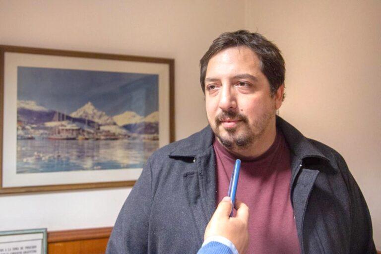"""Pelloli: """"En vez de operar políticamente sería mejor que hagan casas…"""""""