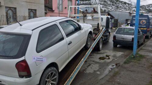 Ebrio choca a un vehículo estacionado y se da a la fuga